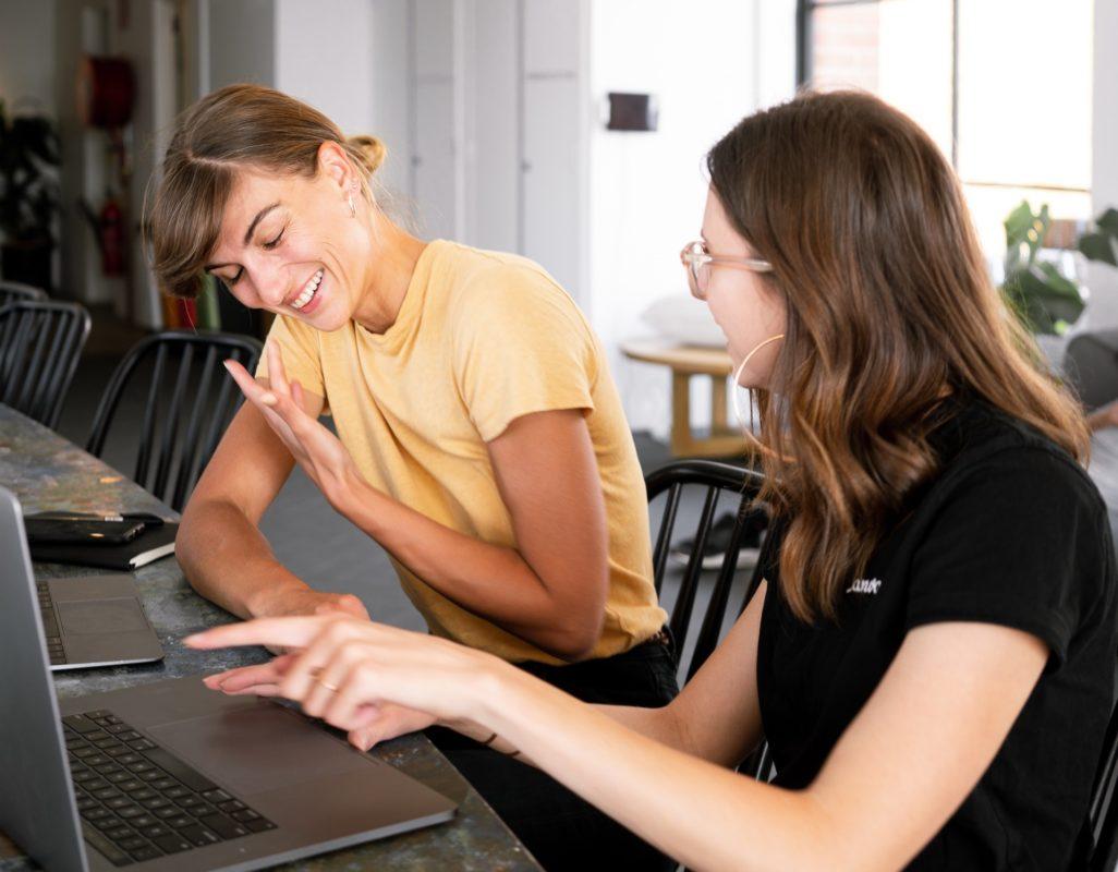blogger having conversation